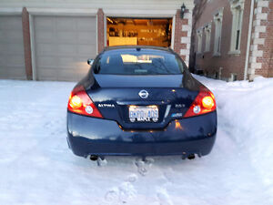 2010 Nissan Altima 2.5 S Coupe (2 door) WELL EQUIPPED