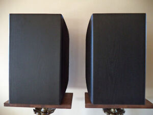Acoustic Research  (208 HO) Speakers