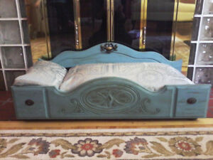 TEAL COLORED WOOD CAT OR DOG BED