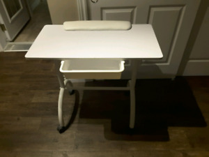 Table manucure, pose d'ongle