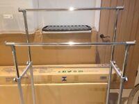 Adjustable portable clothes rail