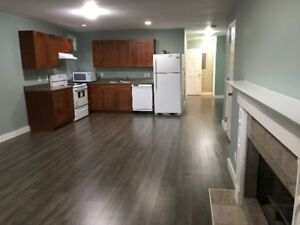 Room for rent in spacious 3-bedroom 2-bathroom suite $700/$1000
