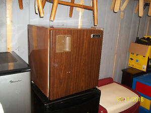 Table Top Bar Fridge 1.7 cu. Ft (Diplomat)