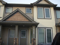 BEAUTIFUL TOWNHOUSE IN AIRDRIE! GREAT LOCATION!