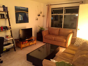 $700 / 650 ft2 - WANTED Roommate Dec 1st (All Incl.)