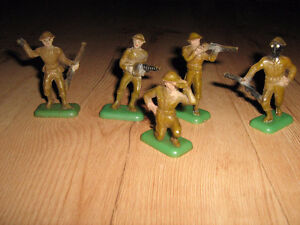 1940's plastic toy soldiers