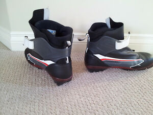 Salomon X-country ski boots for SNS bindings. Sz 9