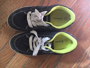 BOYS SIZE 5 AIRWALK SNEAKERS