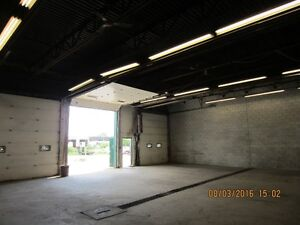 INDUSTRIAL WAREHOUSE SHOP, 14' TRUCK BAY DOORS, SECURE YARD Kitchener / Waterloo Kitchener Area image 7