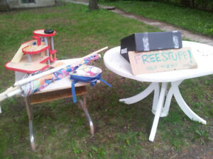 Free stuff: outdoor table, umbrella, and other things