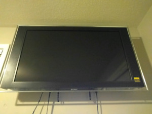 "46"" Sony Bravia 1080p KDL-46XBR4 with wall mount"