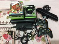 XBOX 360 Slim 4gb 2 controllers Kinect 9 games