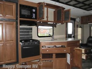 30' Prestigious Travel Trailer with Bedroom Slide-out Moose Jaw Regina Area image 13