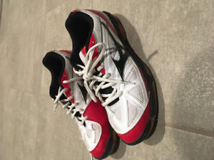 Size 9.5 men's volleyball shoes