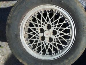 Four 195/70 R 14 all season tires on alloy rims.