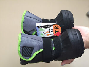 NEW baby boy size 5 cold weather boots -5 celcius