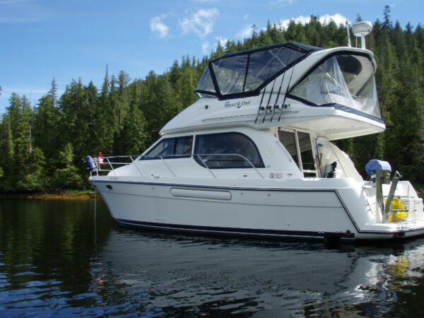 Used 2000 Bayliner 3788 command bridge
