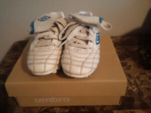 KIDS SOCCER SHOES SIZE 11