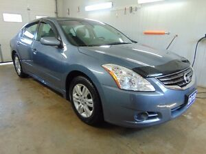 2010 Nissan Altima 2.5 S Sedan(Immaculate)
