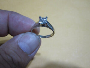 14K White Gold Ladies Ring---MINT