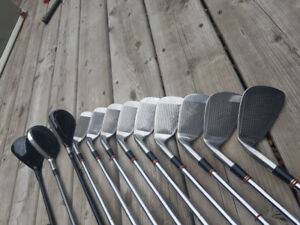 Men's right handed golf clubs 3-SW, 3-4H, 3W, D great condition
