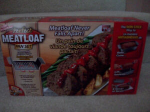 Brand New Perfect Meatloaf Pan Set/Removeable Aerated Tray