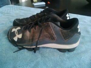 Under Armor Youth Baseball Cleats - Size 5>5