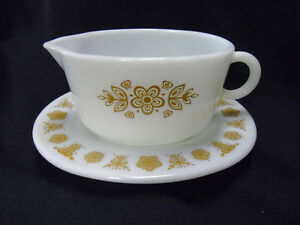 Pyrex Corning Gravy Boat with it's Plate