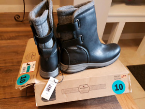 Women's leather boots new size 10