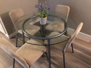Beautiful Glass Round Dinning Table with 4 chairs