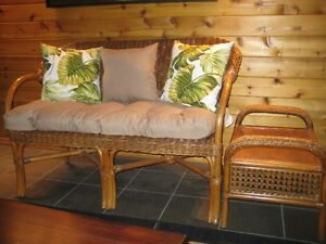 WICKER LOVESEAT & END TABLE