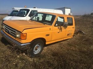 1989 FORD F350 CUSTOM CREW CAB (PARTS) ONLY 1000$