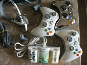 X-BOX 360 -  Guitar  -  11 Games -  3 Controllers