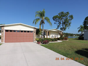 3 bedroom water front house N. Fort Myers on golf course.