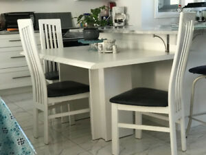 Table Blanche Solide et 4 chaise