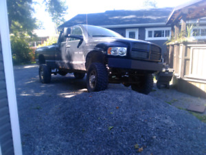 2004 Dodge ram 2500 lifting 6 lich and 35 lich