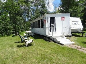 30' Jayco Flight plus screened added room.