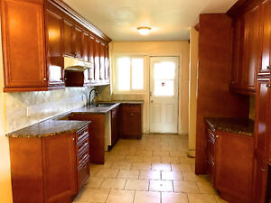 Spacious Newly Renovated 6 1/2 in Duplex & Parking