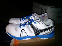 New Victor Badminton Shoes 9.5 (Blue or Red)