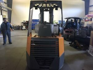 Forklift aisle master 44s low hours