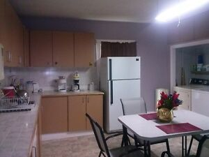 FURNISHED 8 BED ROOM-3 BATHROOM HOME FOR CONTRACTORS Peterborough Peterborough Area image 1