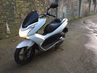 2012 Honda PCX WW 125cc learner legal 125 cc scooter with MOT.