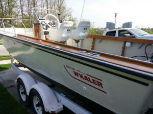 Extremely Rare > Boston Whaler 22 Outrage in Great Condition !!