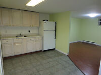Large 3 bedroom. Heat/Lights/Hot water included! Close to UdeM