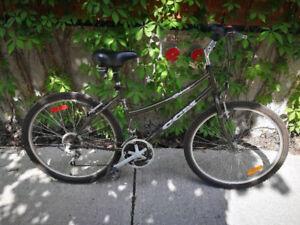 Beau vélo hybride parfait comme vélo de tous les jours!