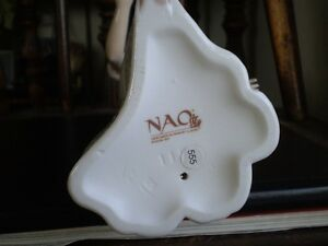 "NAO Lladro Figurine- "" To Light The Way "" #1155 Kitchener / Waterloo Kitchener Area image 5"