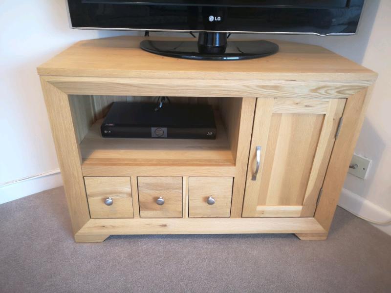 new concept 2de47 45663 Oak Furnitureland Solid oak Bevel corner TV unit | in Colchester, Essex |  Gumtree