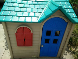 Large Little Tikes playhouse with kitchen inside, good condition