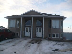 Warman 3Bed/2Bath Main Floor with LARGE sod yard for rent Sept 1