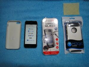 IPhone 5S 16 GB with Bell in good condition low **$145**+Case++